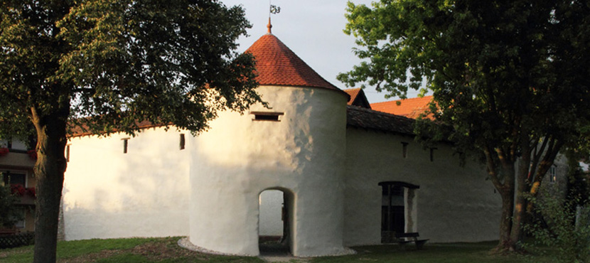 Kappenturm mittags in Hayingen